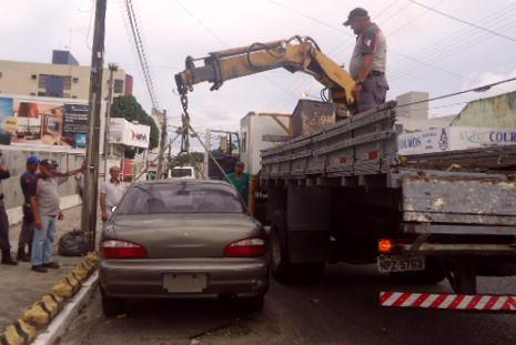 Prefeitura realiza operação para retirar carros abandonados das ruas de João Pessoa