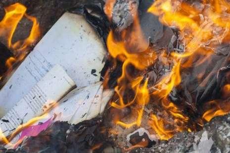 Como é o incrível papel à prova d'água e fogo