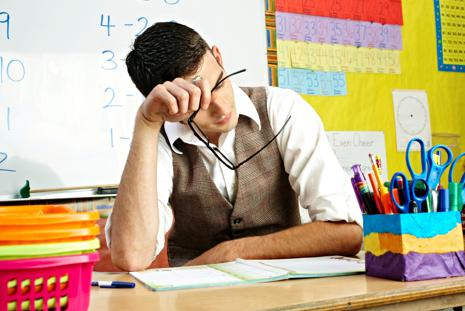 Professor não pode dar mais de seis aulas por dia em uma mesma escola