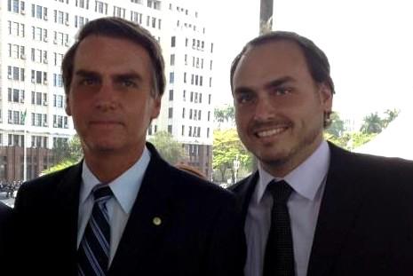 'Se engana quem pensa que vai nos separar', diz Bolsonaro sobre o filho Carlos