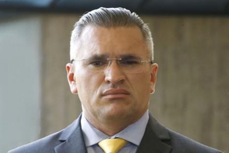 Bolsonaro só retorna ao PSL se a legenda expulsar Julian Lemos